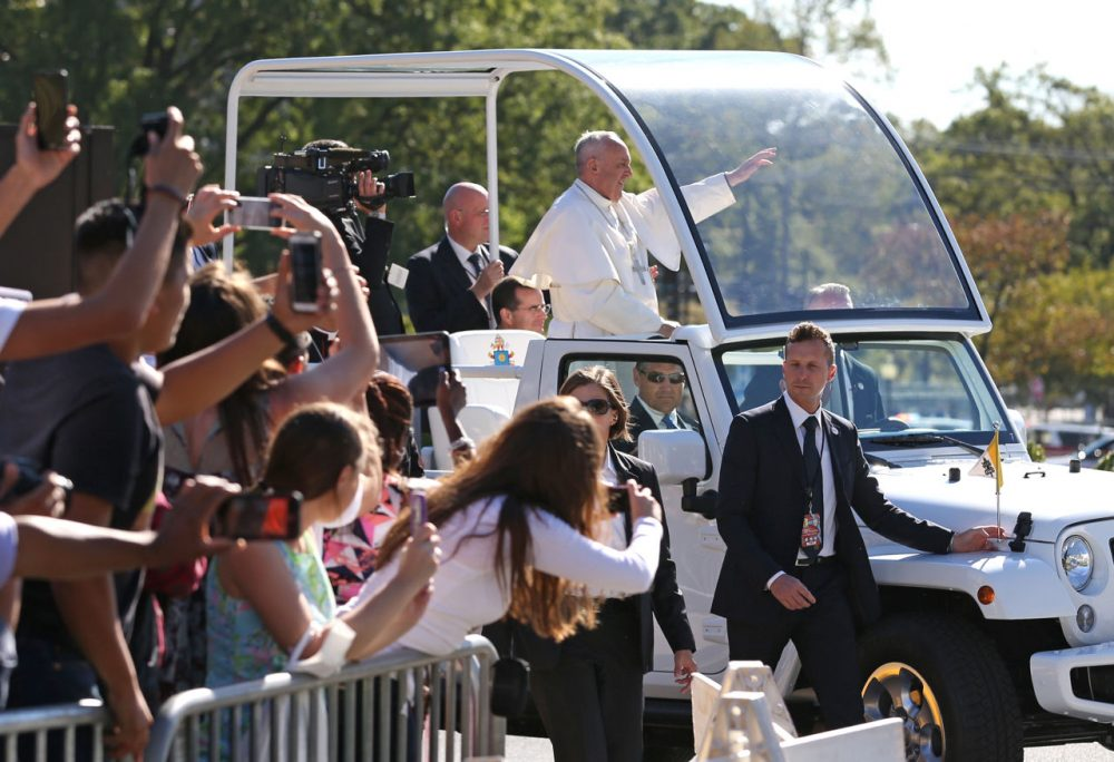 Pope Francis arrives in the popemobile in Washington D.C. to crowds media and Americans. (Doug Mills/New York Times via AP)