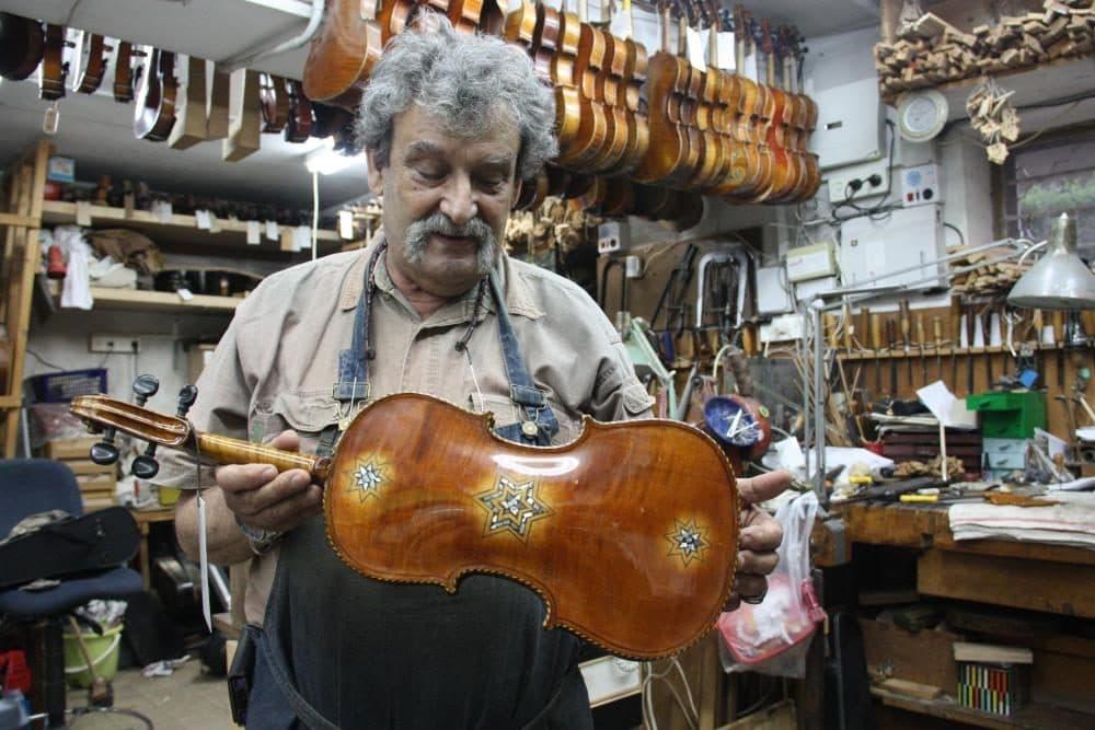 Amnon Weinstein in his Tel Aviv shop (Debra Yasinow via WCPN)