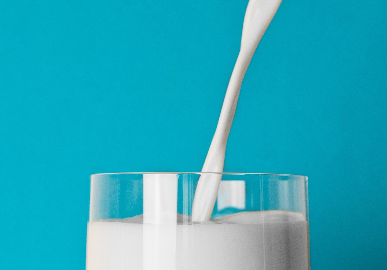 nutritionists raise a glass of whole milk to new dietary guidelines