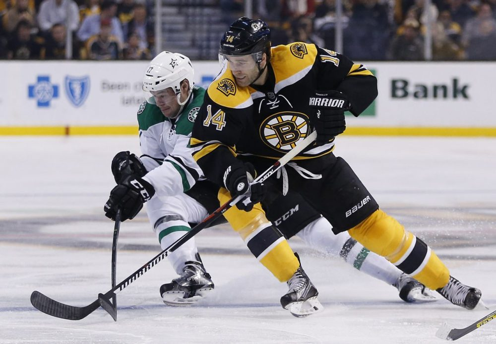 Bruins' Brett Connolly and Dallas Stars' Devin Shore battle during the second period of a game in Boston, Tuesday, Nov. 3, 2015. (Michael Dwyer/AP)