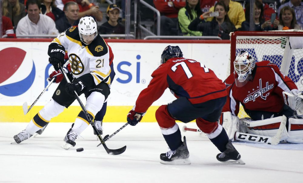 official photos 28bd4 86149 Holtby's 28 Saves Carry Capitals To 4-1 Victory Over Bruins ...