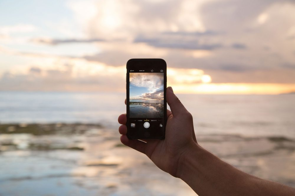 More and more people are using the camera's on their cellphones to capture special moments. (Pixabay)