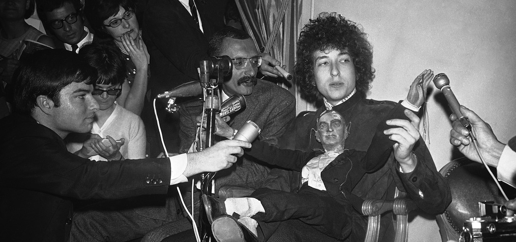 Bob Dylan faces the press in Paris in 1966. (Godot/AP)