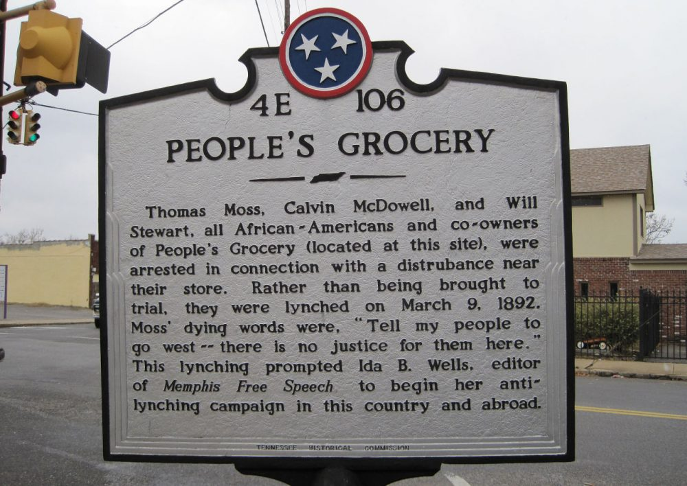 A marker at Walker Avenue and Mississippi Boulevard in Memphis, Tennessee, marks the lynching of three African-Americans who were lynched in 1892. (Thomas R Machnitzki/Wikimedia Commons)