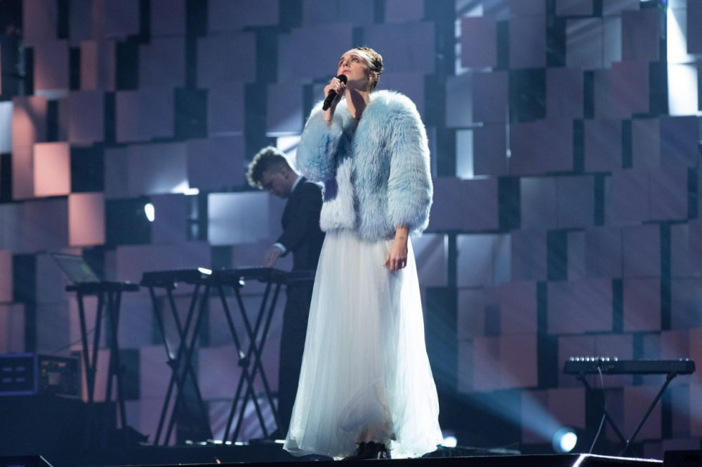 """Singer/songwriter MØ  performs """"Lean On"""" during Nobel Peace Prize concert at Telenor Arena on December 11, 2015 in Oslo, Norway. (Ragnar Singsaas/Getty Images)"""