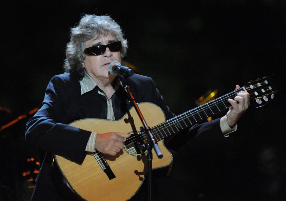 Jose Feliciano performs at the White House in Washington, DC on October 13, 2009. (Alexis C. Glenn-Pool/Getty Images)