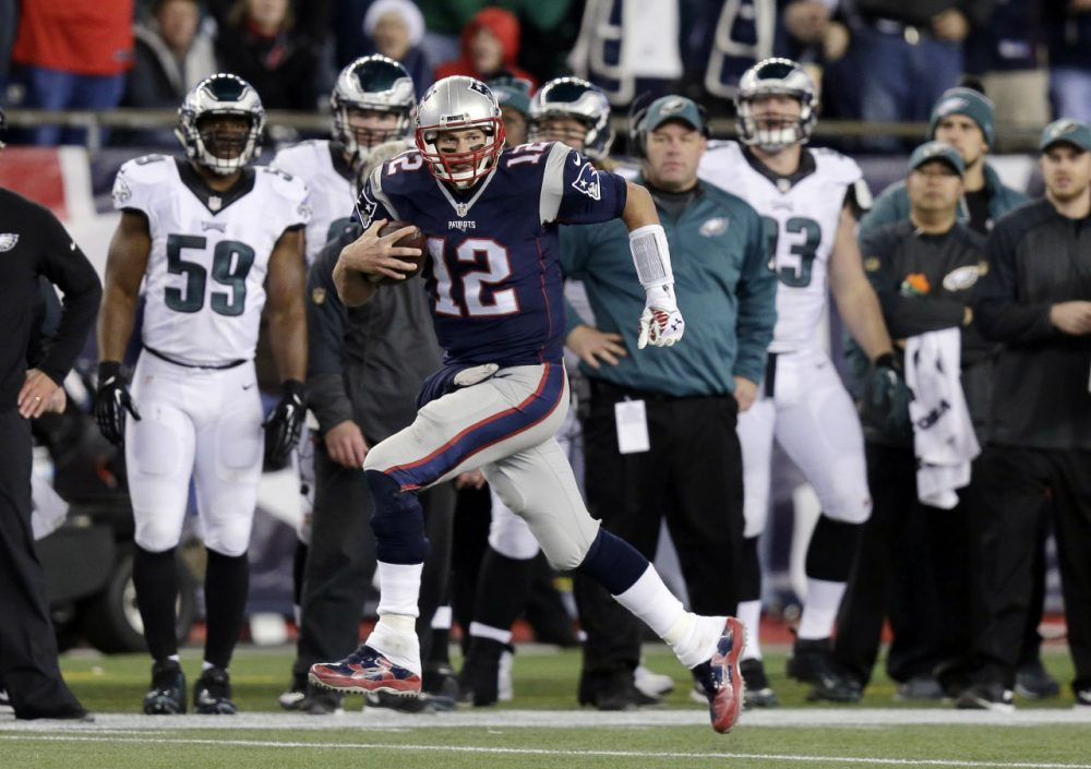 In spite of a trick play that resulted in a 36-yard Tom Brady reception, the Patriots fell to the Philadelphia Eagles on Sunday 35-28. (Charles Krupa/AP)