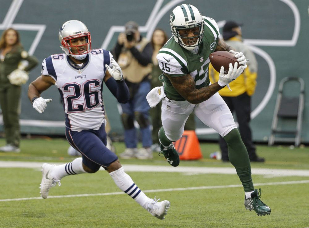 New York Jets wide receiver Brandon Marshall (15) catches a pass for a touchdown in front of New England Patriots' Logan Ryan (26) during a game, Sunday, Dec. 27, 2015. (Seth Wenig/AP)