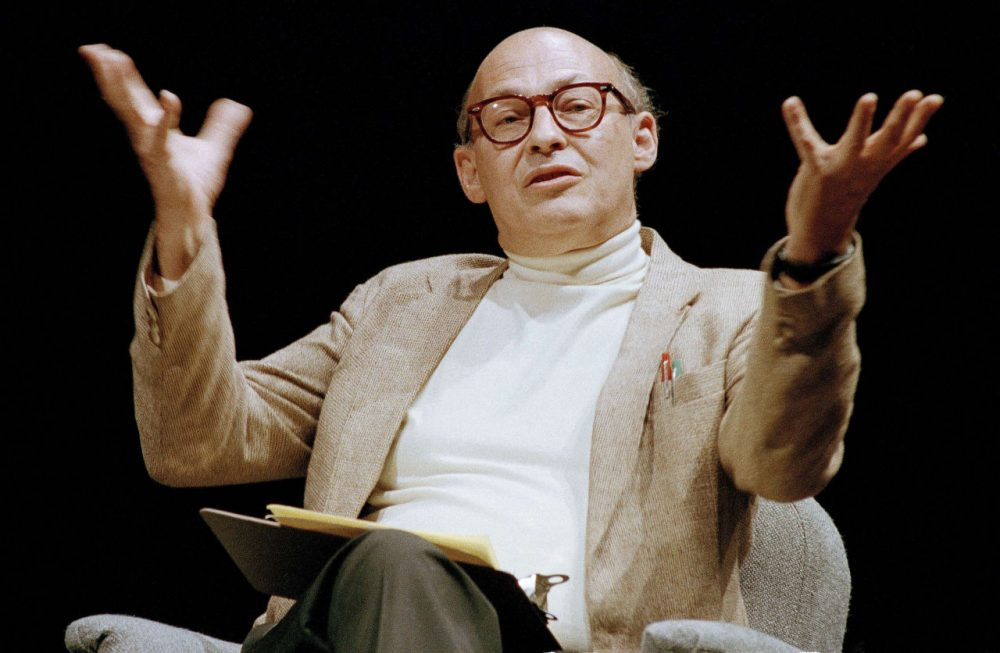 In this 1987 file photo, Massachusetts Institute of Technology's Marvin Minsky, speaks to an audience. A pioneer in the field of artificial intelligence at MIT who saw parallels in the functioning of the human brain and computers has died. The university said Minsky died Sunday, Jan. 24, 2016, at Brigham and Women's Hospital in Boston of a cerebral hemorrhage. Minsky was 88. (AP Photo/Robert Kaiser, File)