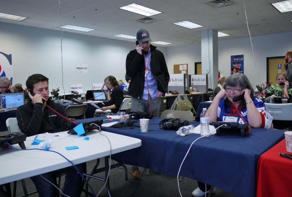 The Ted Cruz campaign office in Urbandale, Iowa, was packed with volunteers making phone calls this weekend. (Alex Ashlock/Here & Now)