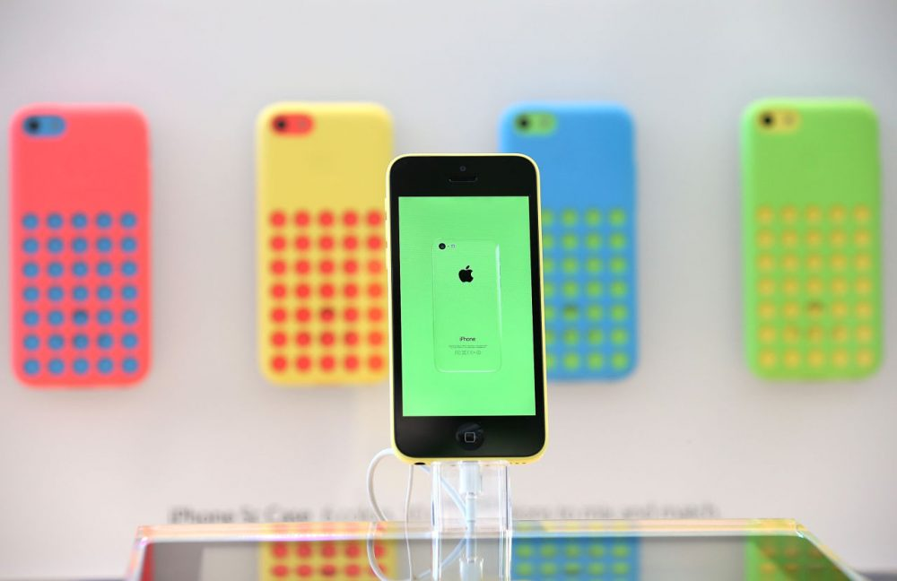 The Apple iPhone 5C is displayed at an Apple Store on September 20, 2013 in Palo Alto, California. (Justin Sullivan/Getty Images)