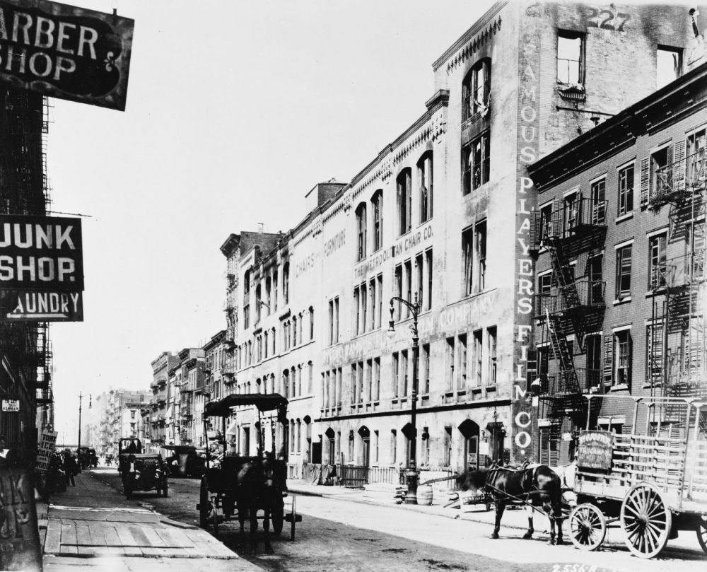 Exterior of the first Famous Players Film Studio at 213 West 26th Street, New York City, 1915. Horse-drawn carriages sit in the street. (Hulton Archive/Getty Images)