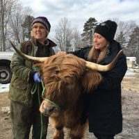 Carole Soule and Here & Now's Robin Young are pictured at Miles Smith Farm. (Jill Ryan/Here & Now)