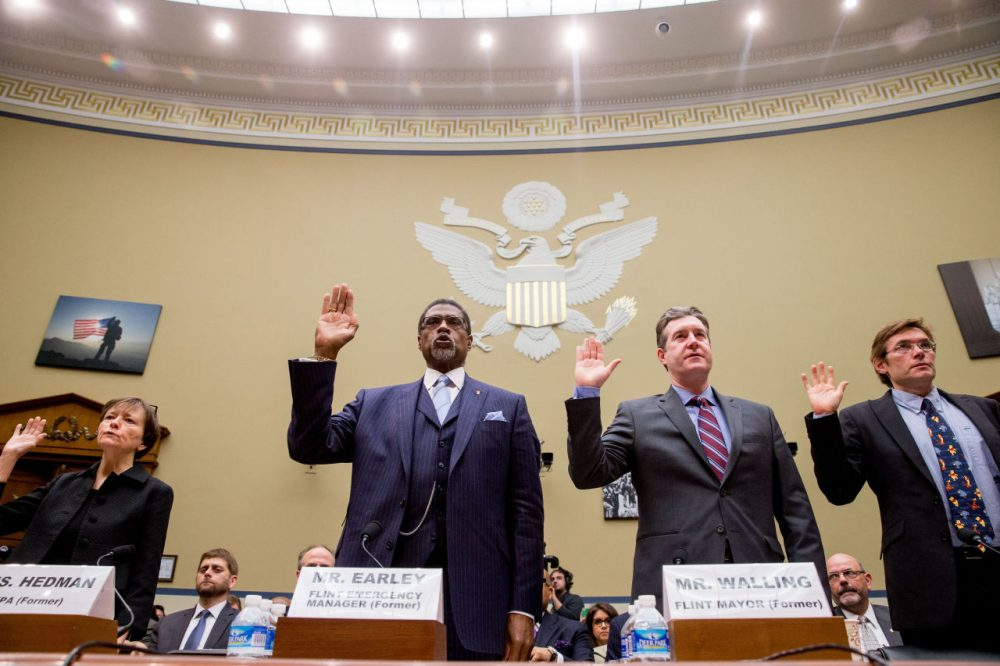 From left, former State EPA administrator Susan Hedman, former Flint, Mich., Emergency Manager Darnell Earley, former Flint Mayor Dayne Walling, and Virginia Tech environmental engineering professor Marc Edwards are sworn in to testify before the House Oversight and Government Reform Committee, in Washington, Tuesday, March 15, 2016. (Andrew Harnik/AP)