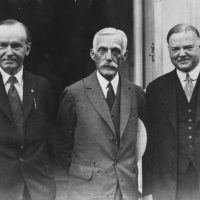 American President Calvin Coolidge (1872 - 1933) with Secretary of the Treasury Andrew Mellon (1855 - 1937) and future President Herbert Hoover (1874 - 1964) outside the White House after discussions.  Original Publication: People Disc - HC0289   (Photo by Keystone/Getty Images)