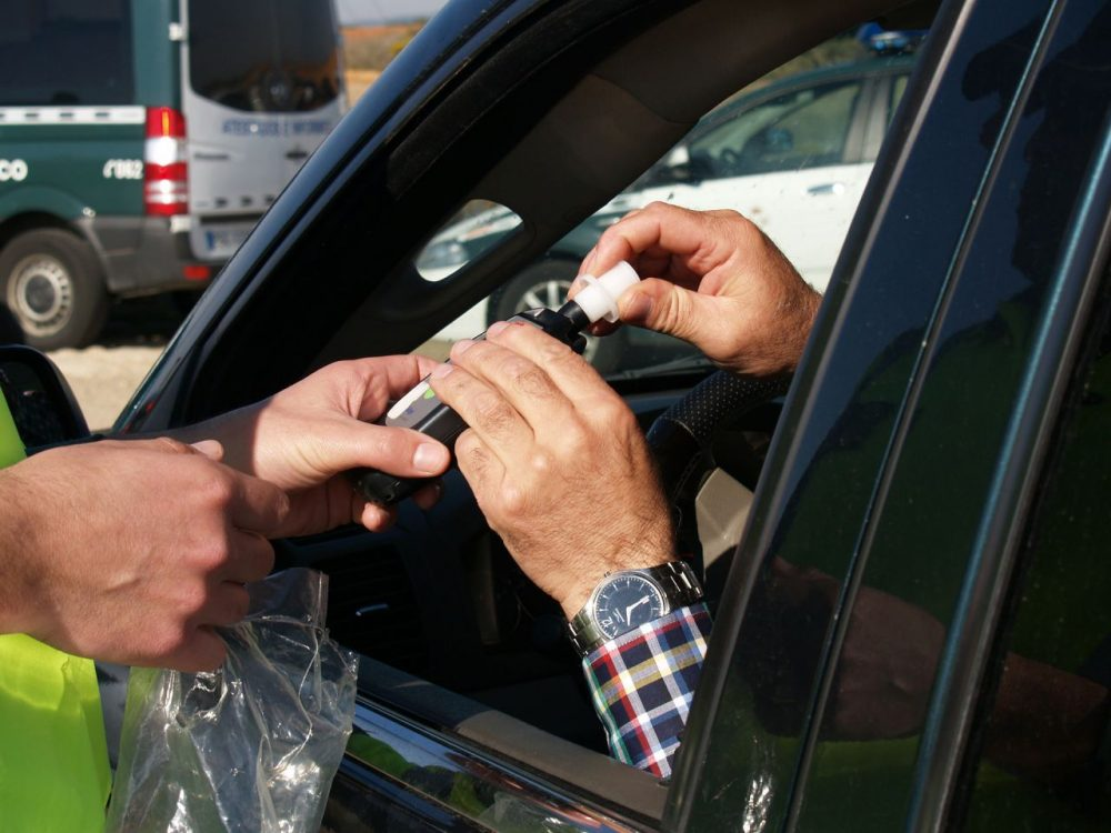 A police officer administering a Breathalyzer to a driver. (Pixabay)