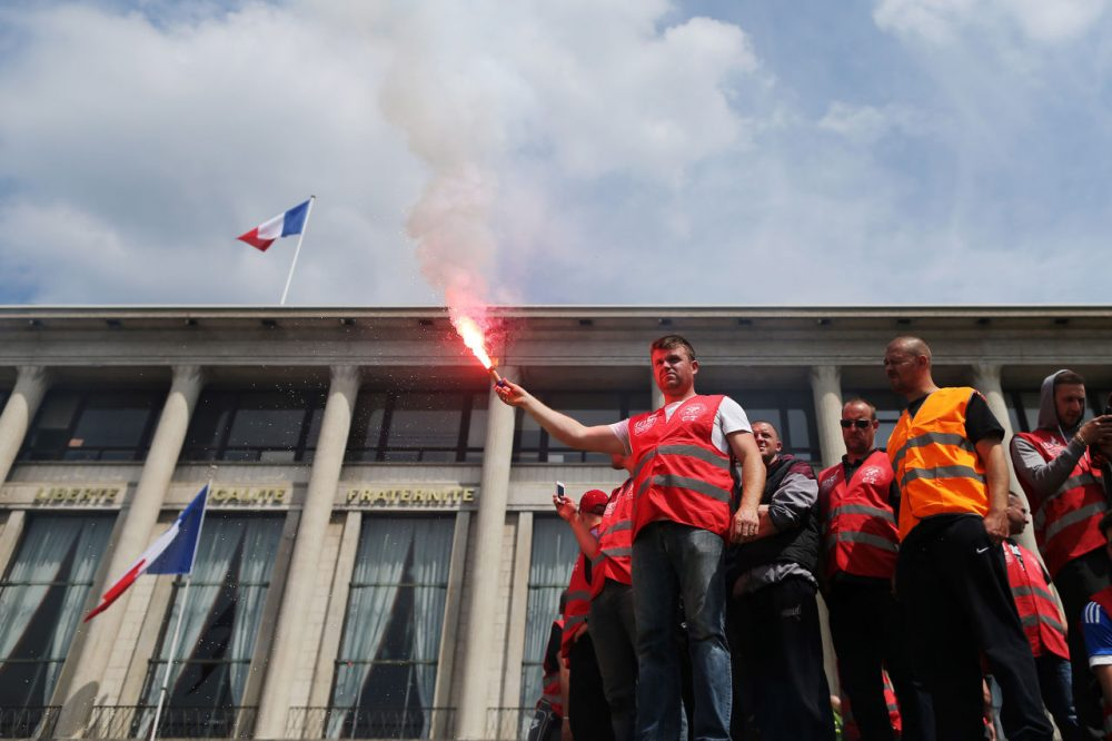 People demonstrate in Le Havre northwestern France on May 26, 2016 to protest against the government's proposed labour reforms. (Charly Triballeau/AFP/Getty Images)