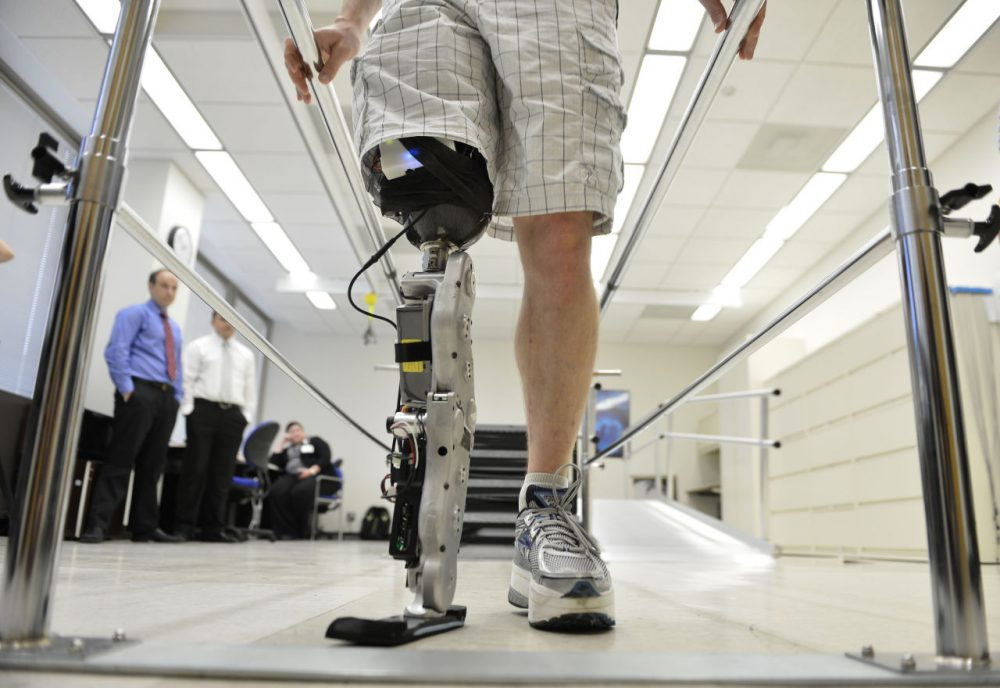 "Zac Vawter practices walking with an experimental ""bionic"" leg at the Rehabilitation Institute of Chicago, Thursday, Oct. 25, 2012 in Chicago. (Brian Kersey/AP)"