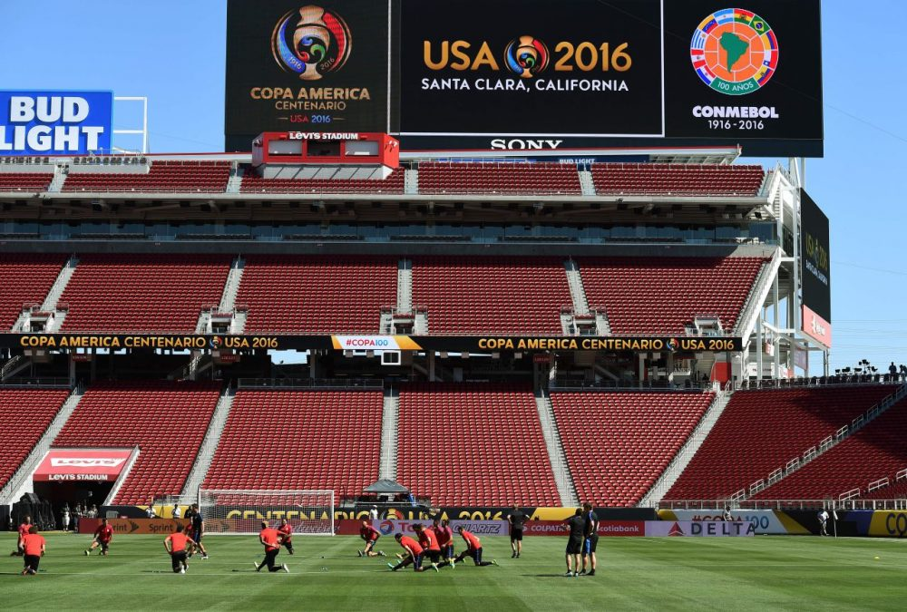 Members of the US men's soccer team train before their opening COPA America 2016 match against Colombia at the Levi's Stadium in Santa Clara on June 2, 2016. / AFP / Mark Ralston        (Photo credit should read MARK RALSTON/AFP/Getty Images)