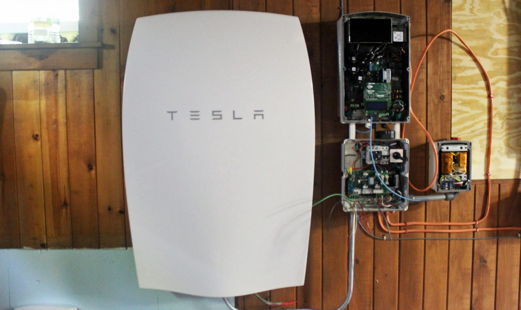 Tesla Wall Battery >> Vermont Utility Bets Home Batteries Are The Way Of The ...