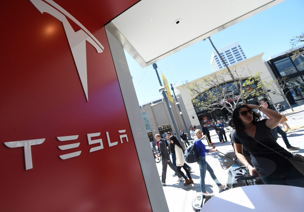 A woman looks into the Tesla store in Santa Monica, California on March 31, 2016. (Robyn Beck/AFP/Getty Images)