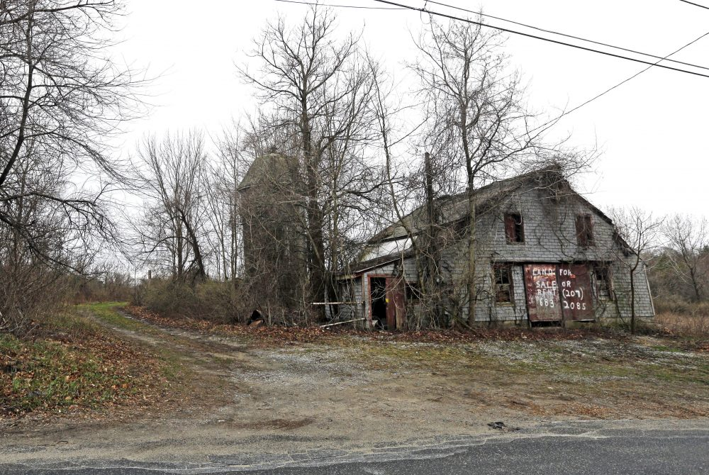 An old barn stands on land located in Dudley, Mass., which is the site of a proposed Muslim cemetery, a project vigorously opposed by area residents. (Elise Amendola/AP)