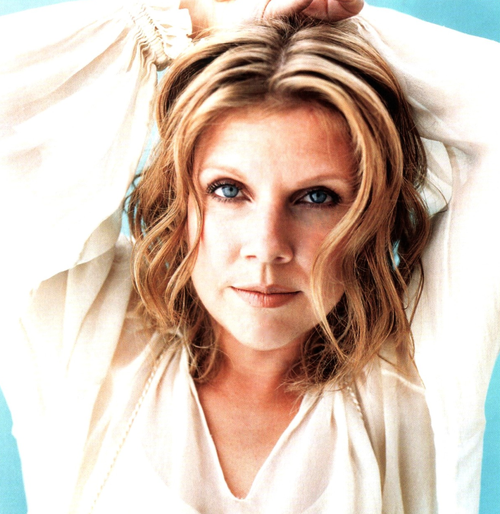 Singer Songwriter Tanya Donelly Does The Unexpected She