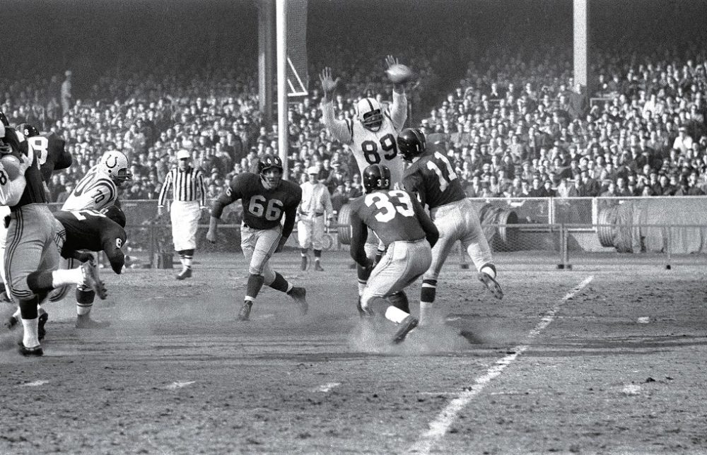 Gino Marchetti (89) played a key role in the Baltimore Colts victory over the N.Y. Giants in the 1958 NFL Championship. (Hy Peskin/SI)