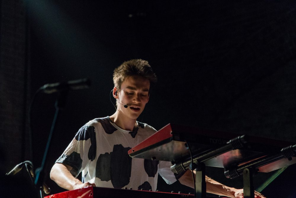 Multi-instrumentalist Jacob Collier performs on stage. (villunderlondon/Flickr)
