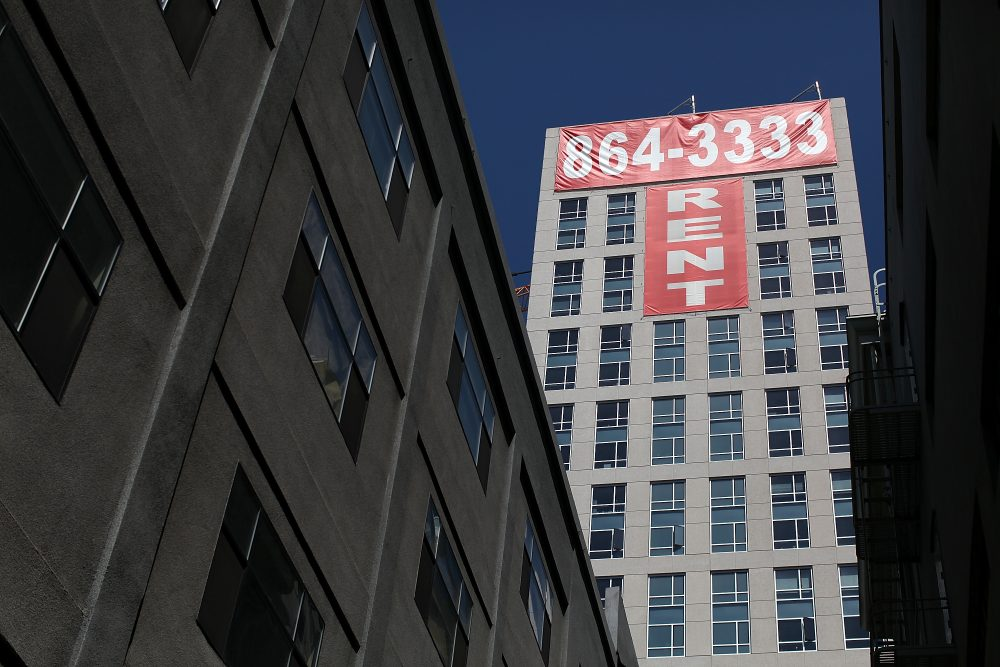 "A large ""rent"" banner is posted on the side of an apartment building on June 15, 2012 in San Francisco, Calif. (Justin Sullivan/Getty Images)"