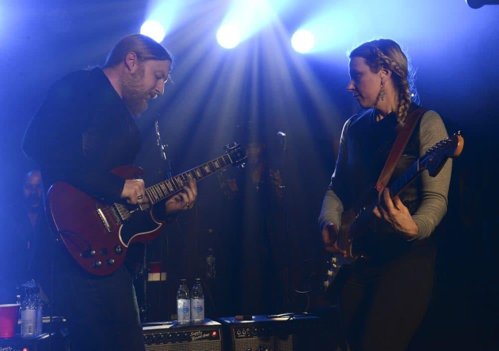 Derek Trucks and Susan Tedeschi of Tedeschi Trucks Band perform in January 2014 in New York City. (Vivien Killilea/Getty Images for John Varvatos)