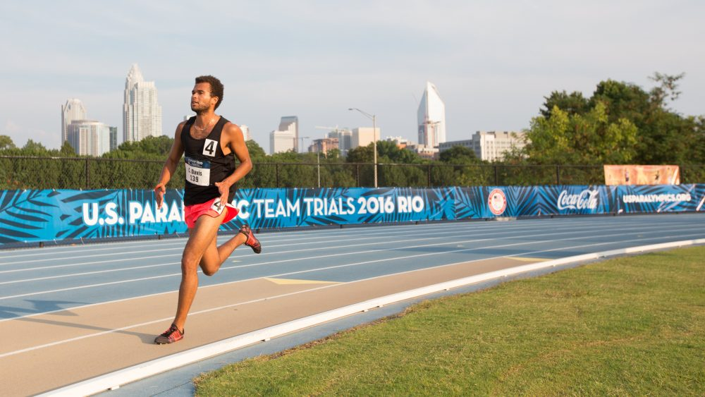 Chaz Davis runs in the 2016 U.S. Paralympic Track & Field team trials. (Courtesy Joe Kusumoto)