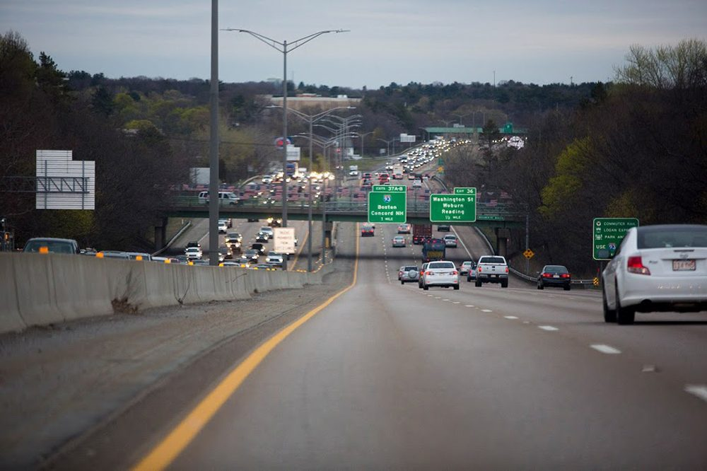 Traffic heading southbound on interstate 95 or westbound on route 128 in Woburn. The affected strip of highway during the first week of November will be in Needham. (Jesse Costa/WBUR)