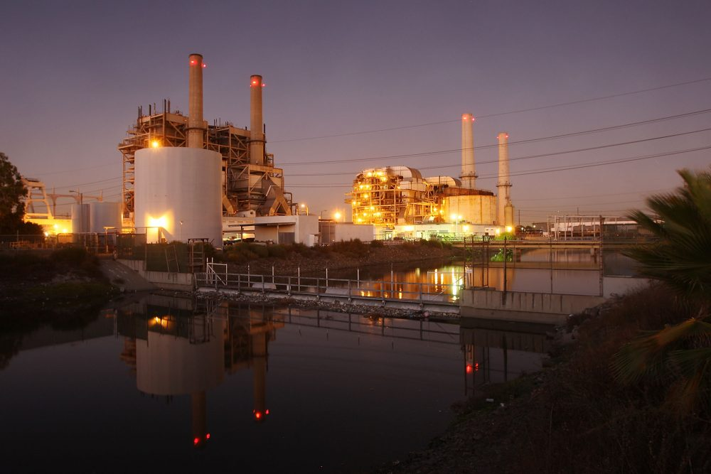 The AES Corporation 495-megawatt Alamitos natural gas-fired power station on Oct. 1, 2009, in Long Beach, Calif. (David McNew/Getty Images)