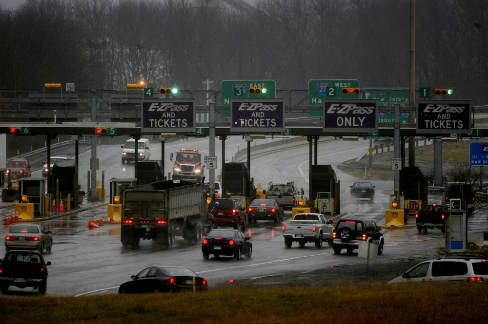 Traffic flows through an entrance to the Pennsylvania Turnpik on Nov. 24, 2004 in Willow Grove, Pennsylvania. (William Thomas Cain/Getty Images)