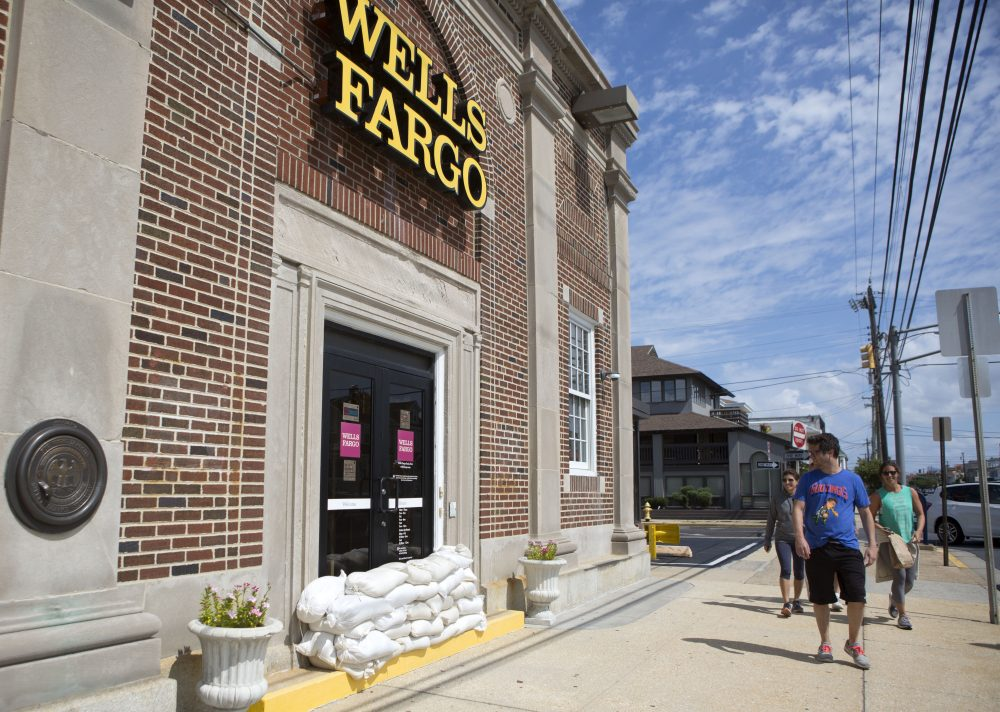A Wells Fargo bank barricades it's doors with sand bags in anticipation of tropical storm Hermine on Sept. 4, 2016 in Margate, N.J. (Jessica Kourkounis/Getty Images)