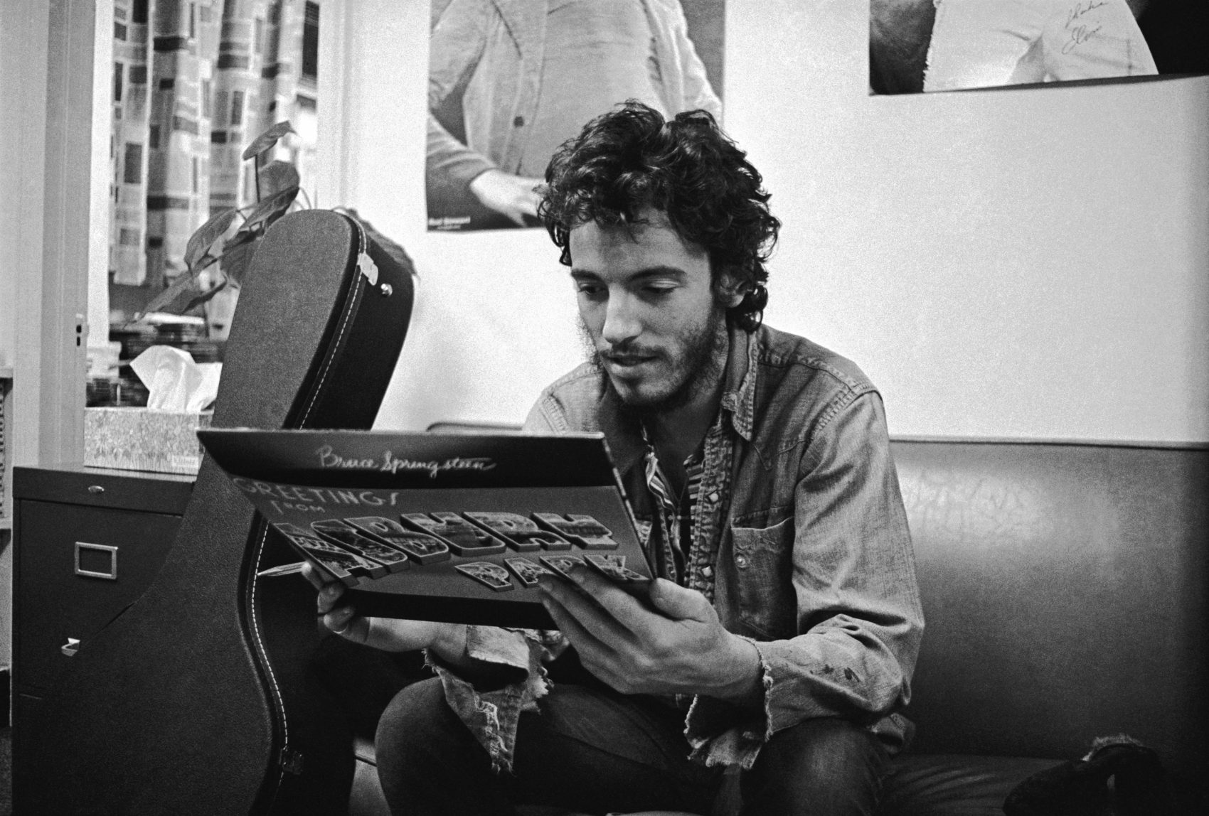 Bruce Springsteen looking at his first album for the first time. (Courtesy Art Maillet)