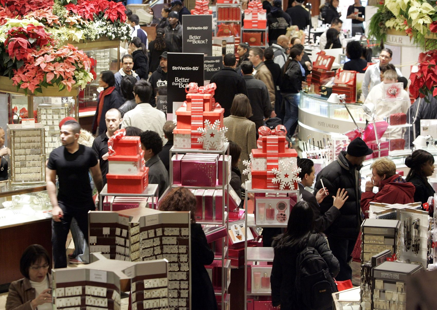 Tight Labor Market Has Retailers Competing For Holiday
