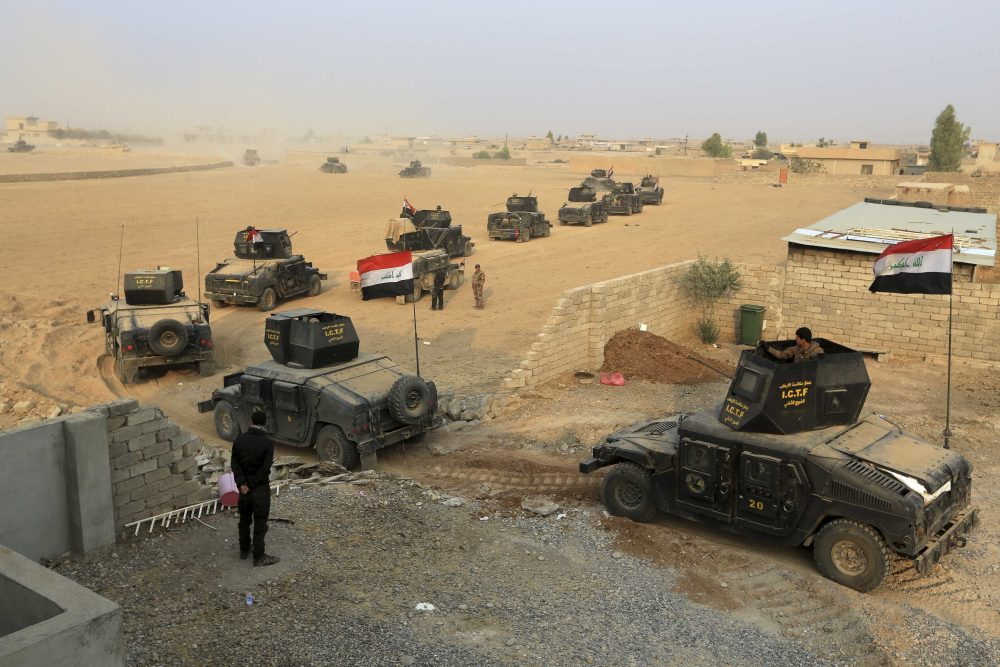 Iraq's elite counterterrorism forces advance toward Islamic State positions in the village of Tob Zawa, about 5 1/2 miles from Mosul, Iraq, Tuesday, Oct. 25, 2016. (Khalid Mohammed/AP)