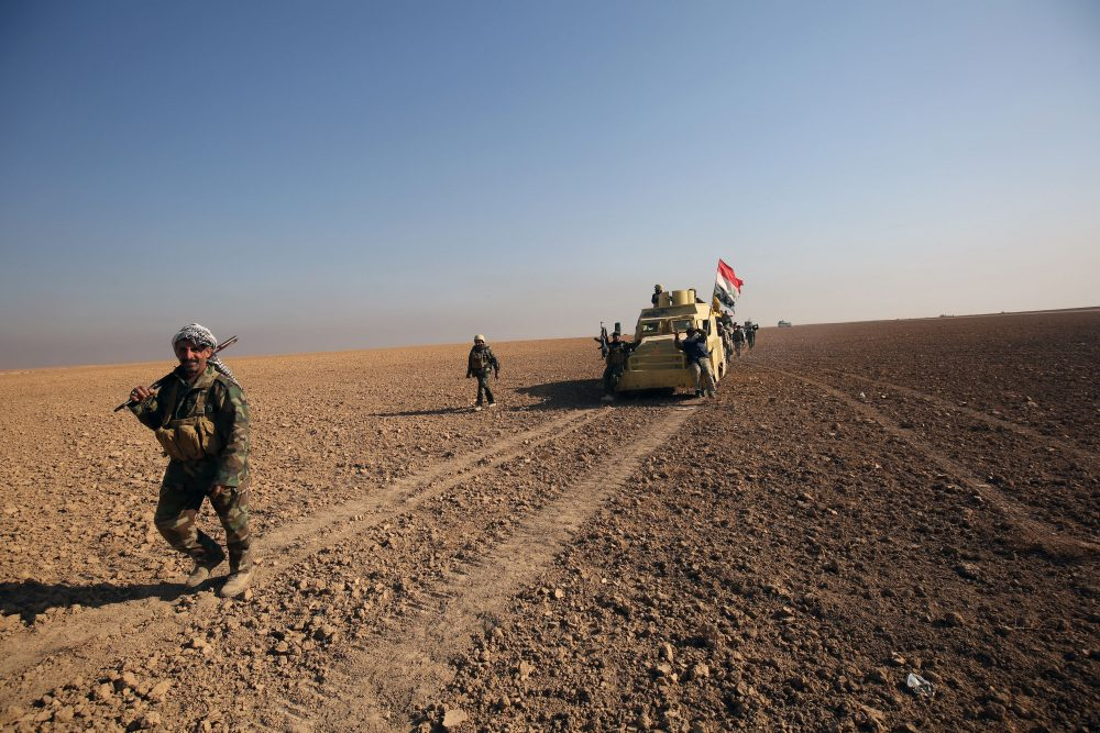 Shiite fighters advance towards the Iraqi town Shwah west of Mosul, on Dec. 11, 2016, during an ongoing operation against Islamic State (IS) group jihadists. (Ahmad al-Rubaye/AFP/Getty Images)