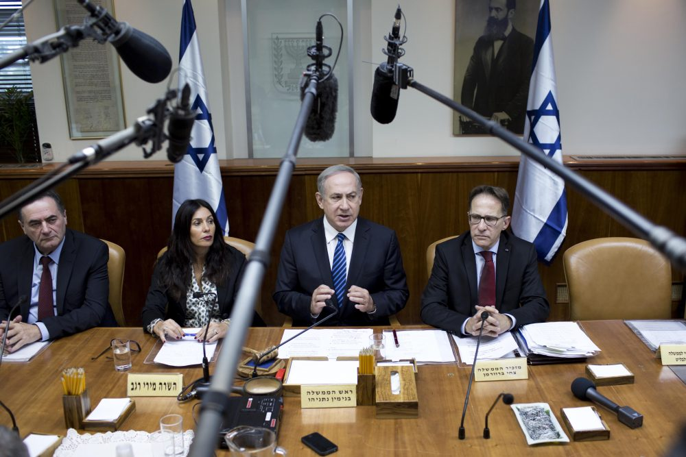 Israeli Prime Minister Benjamin Netanyahu (center) chairs the weekly cabinet meeting at his office in Jerusalem on Dec. 11, 2016. (Abir Sultan/AFP/Getty Images)