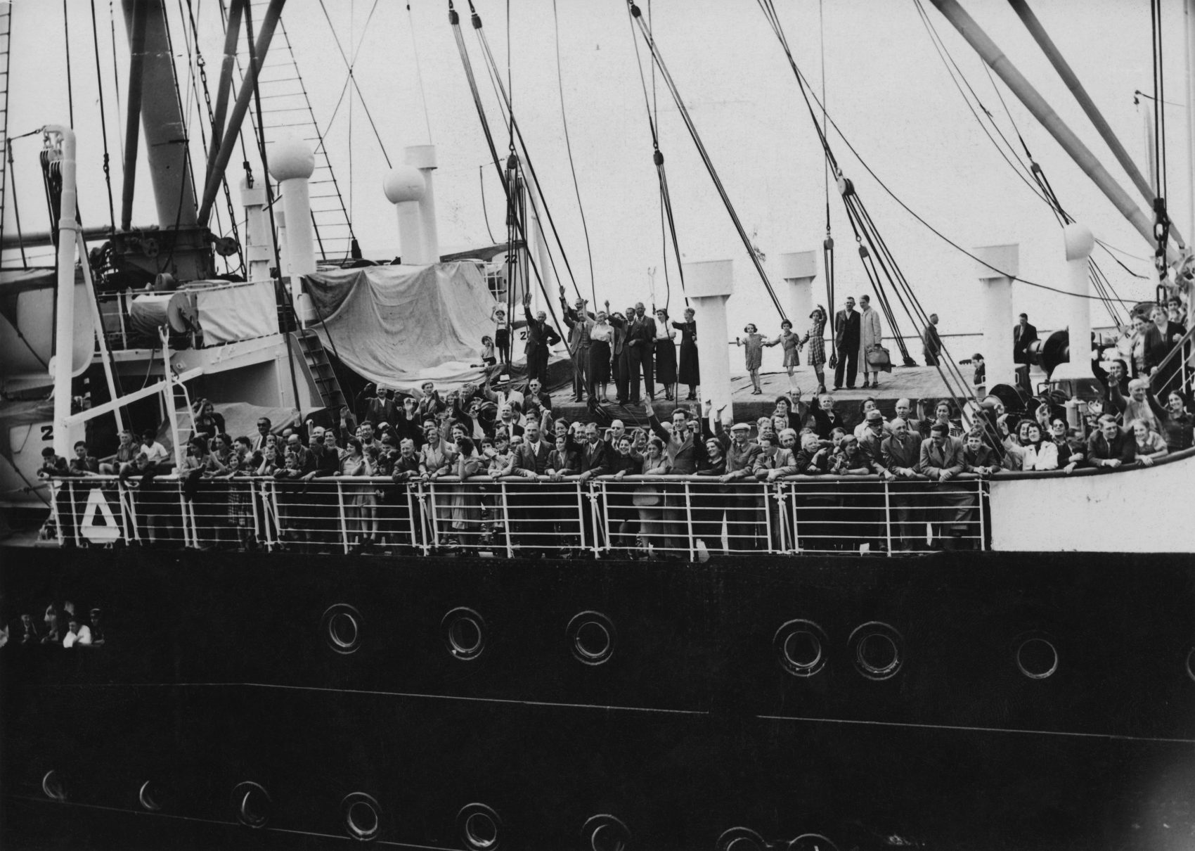 Refugees arrive in Antwerp on the MS St. Louis on June 17, 1939,