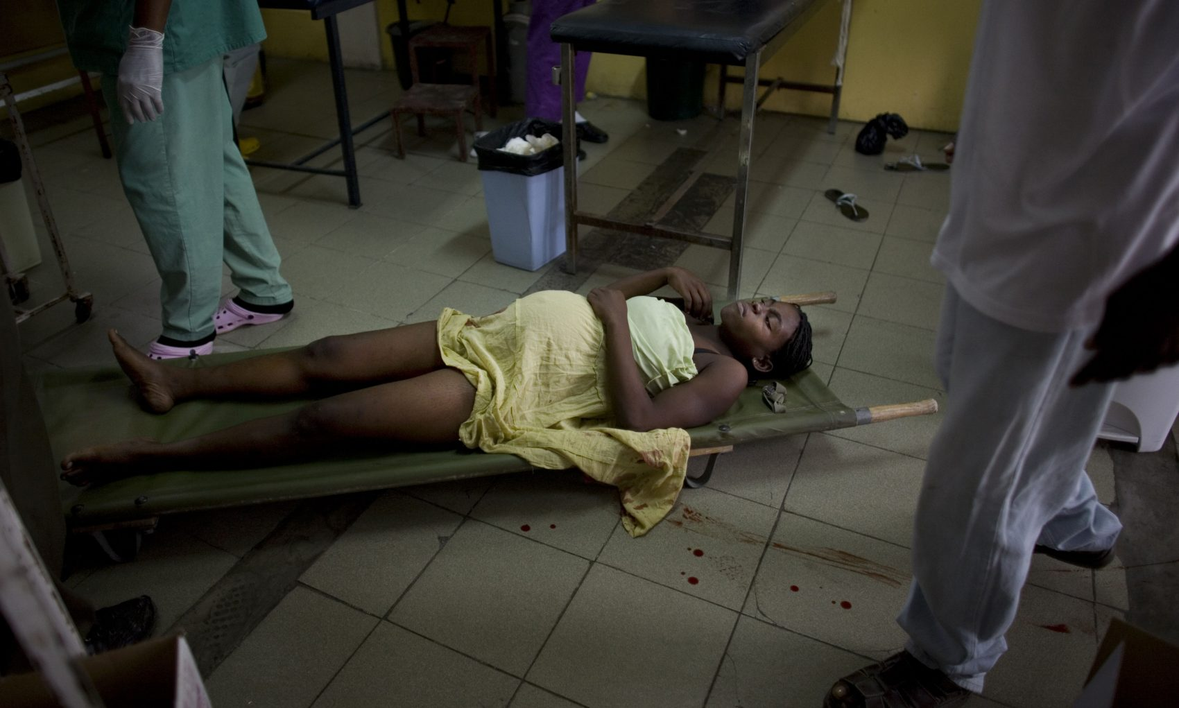 A woman in labor lies on a stretcher at the maternity ward of a Doctors Without Borders hospital in Port-au-Prince, on Jan. 19, 2009. (Ariana Cubillos/AP)