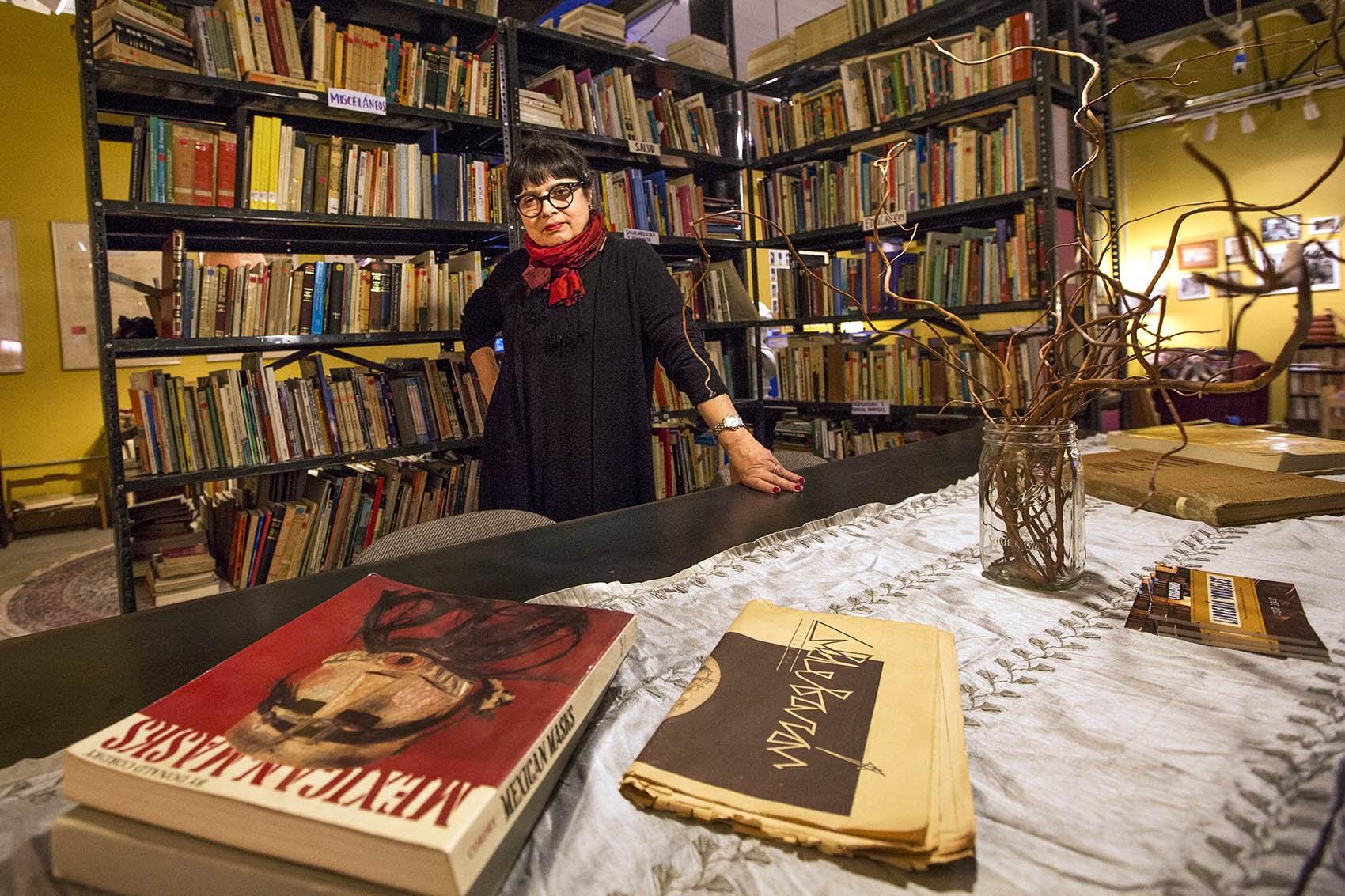 A traveling art installation brings spanish language books to boston