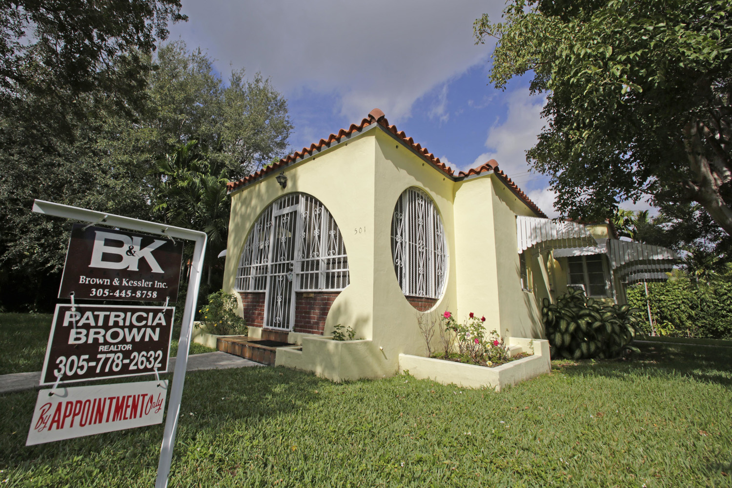 This Tuesday, Dec. 6, 2016, file photo shows a house for sale in Coral Gables, Fla. (Alan Diaz/AP)