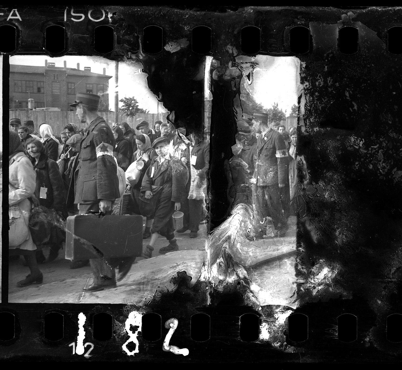 Henryk Ross photo of Lodz Ghetto police escorting residents for deportation, c. 1942–1944. (Courtesy, Museum of Fine Arts, Boston)