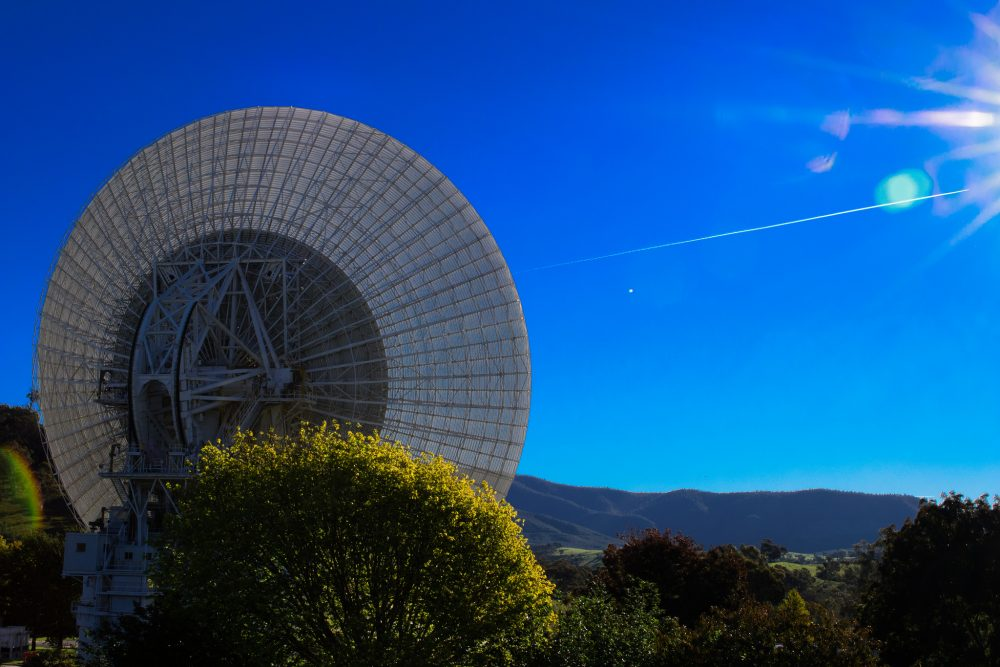 A 64 meter radio telescope at the NASA deep space communications complex in Canberra. (Andrew Fysh/Flickr)