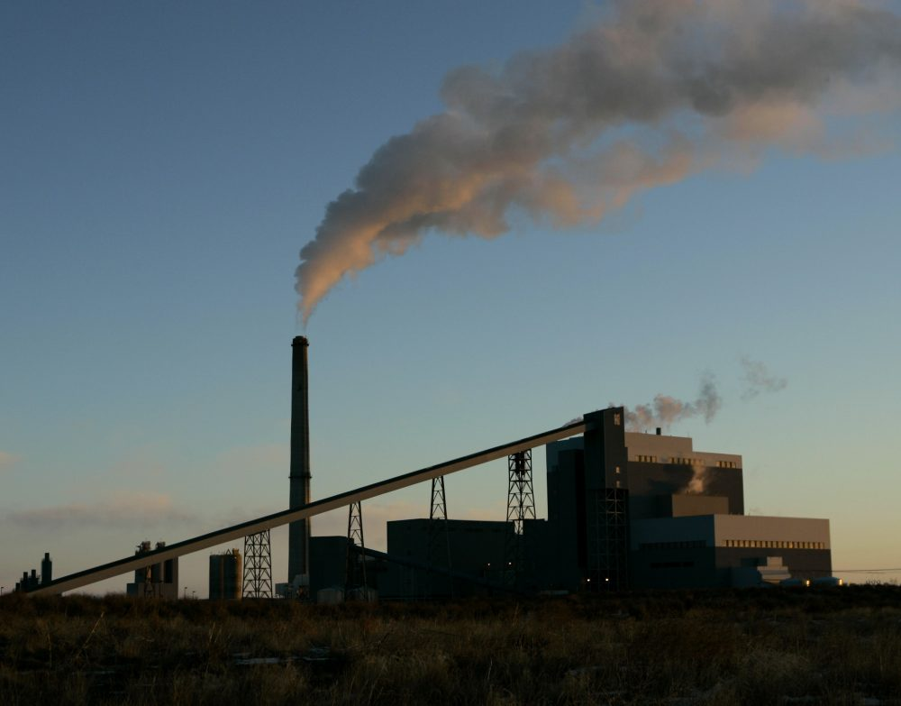 Sunflower Electric Cooperative's coal-fired power plant churns out electricity in Holcomb, Kan. in 2007. (Charlie Riedel/AP)