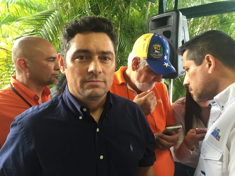 Exiled Venezuelan opposition leader Carlos Vecchio, national political coordinator of the Venezuelan opposition party Voluntad Popular, meets with his supporters in Miami on March 31, 2017. (Yuri Gripas/AFP/Getty Images)