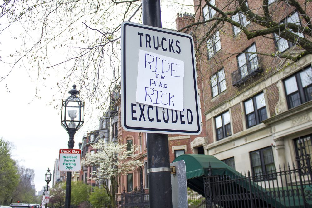 A sign at the Back Bay intersection where Rick Archer was hit while cycling on Sunday. He died from his injuries Tuesday. (Simón Ríos/WBUR)